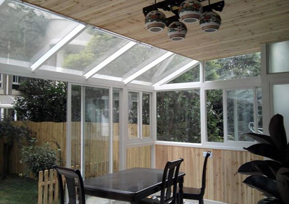家庭小院钢化玻璃装修图