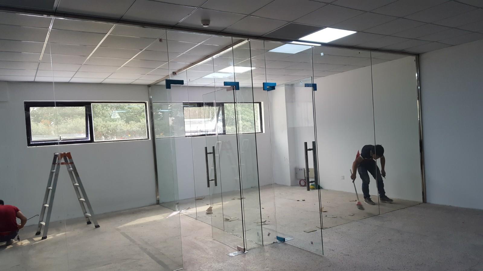 北京昆山办公室隔断安装,无框玻璃门安装